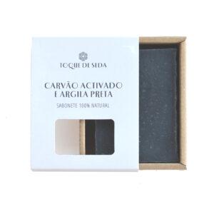sabonete de carvão activado e argila preta em caixa de cartão