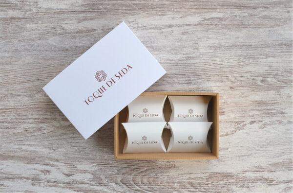 fotografia de caixa de 4 sabonetes miniatura
